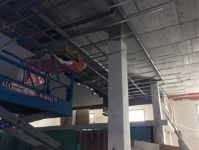 Estructura suspendida en forjado para falso techo acústico.