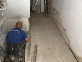 Adaptación de la superficie de apoyo de las nuevas losetas de terrazo.