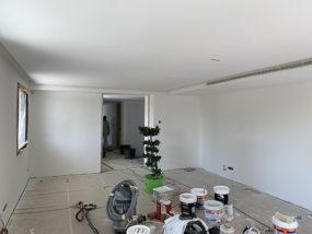 Ejecución de falsos techos con cortineros, oscuros y tabicas para aire acondicionado