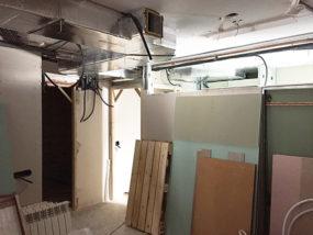 Instalación de aire acondicionado por conductos.